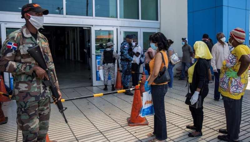 Militares RD vigilarán bancos y plazas para evitar aglomeración de ...